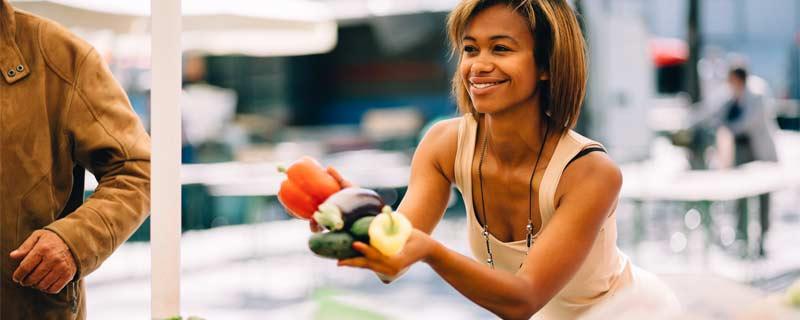 girl-at-farmers-market