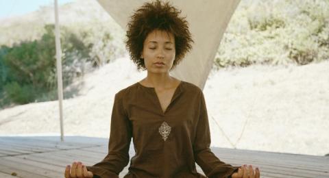 0-116814613-mediation-africanamericanwoman-desert