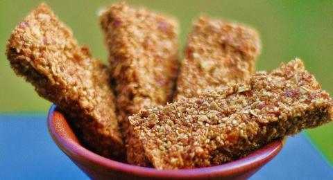 0-513989754-almond-granola-bar