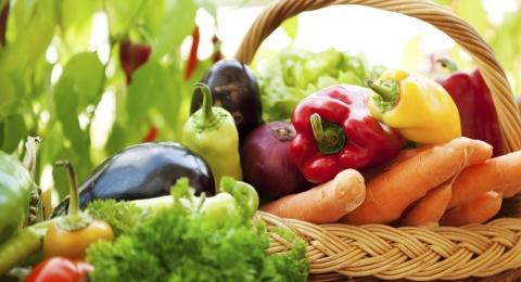 0-635135288-veggiesinbasket