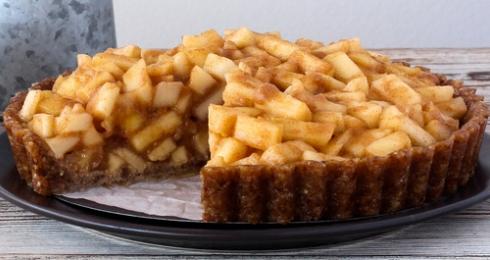 0-290575406-raw-carmel-apple-pie