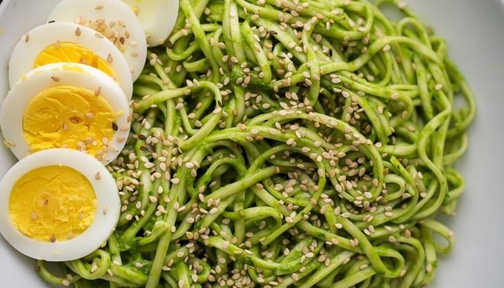 Chili-Pesto-Noodle-Bowl