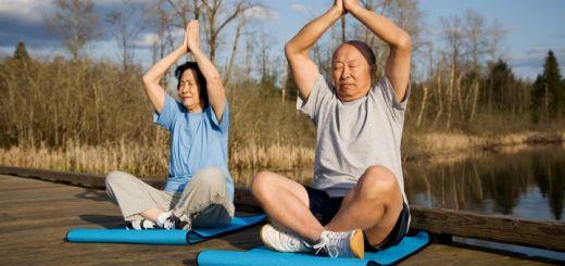old-couple-meditating