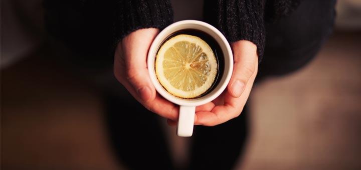 holding-lemon-tea