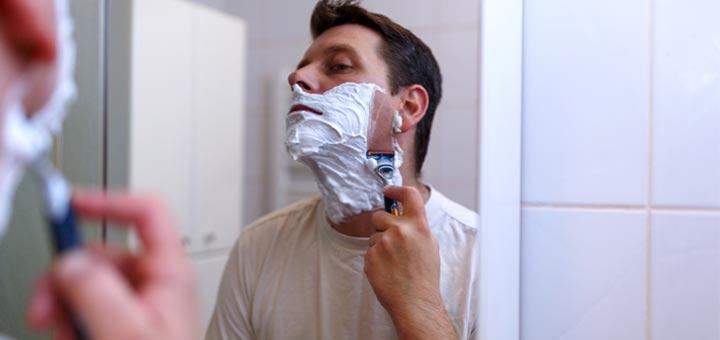 man-shaving-in-mirror