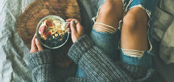 breakfast-bowl-in-bed